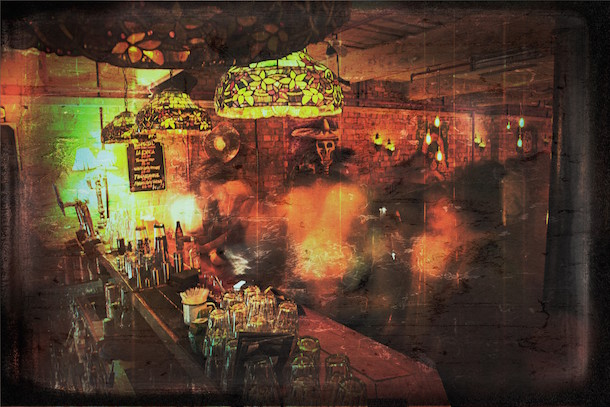 Elcaponq Behind The Bar