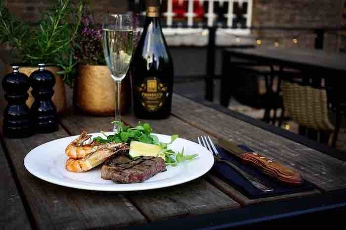 Snazzy Spinningfields bar launches brand new January menu with steak, prawns and prosecco for less than a tenner I Love Manchester