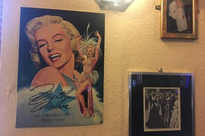 Monroes pub