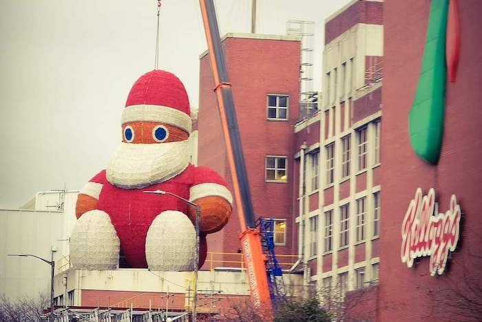 Manchester's new giant Santa has arrived at Piccadilly Gardens - and looks nothing like Zippy I Love Manchester