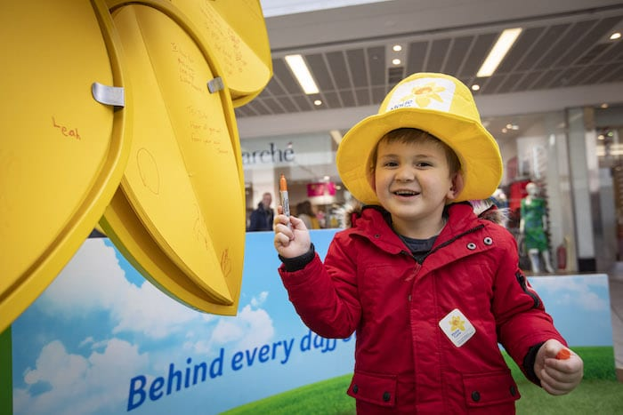 Manchester shoppers encouraged to share memories of a loved one on Marie Curie's Great Big Daffodil I Love Manchester